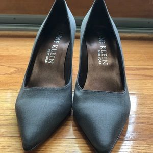 Gray Anne Klein heels NEVER WORN
